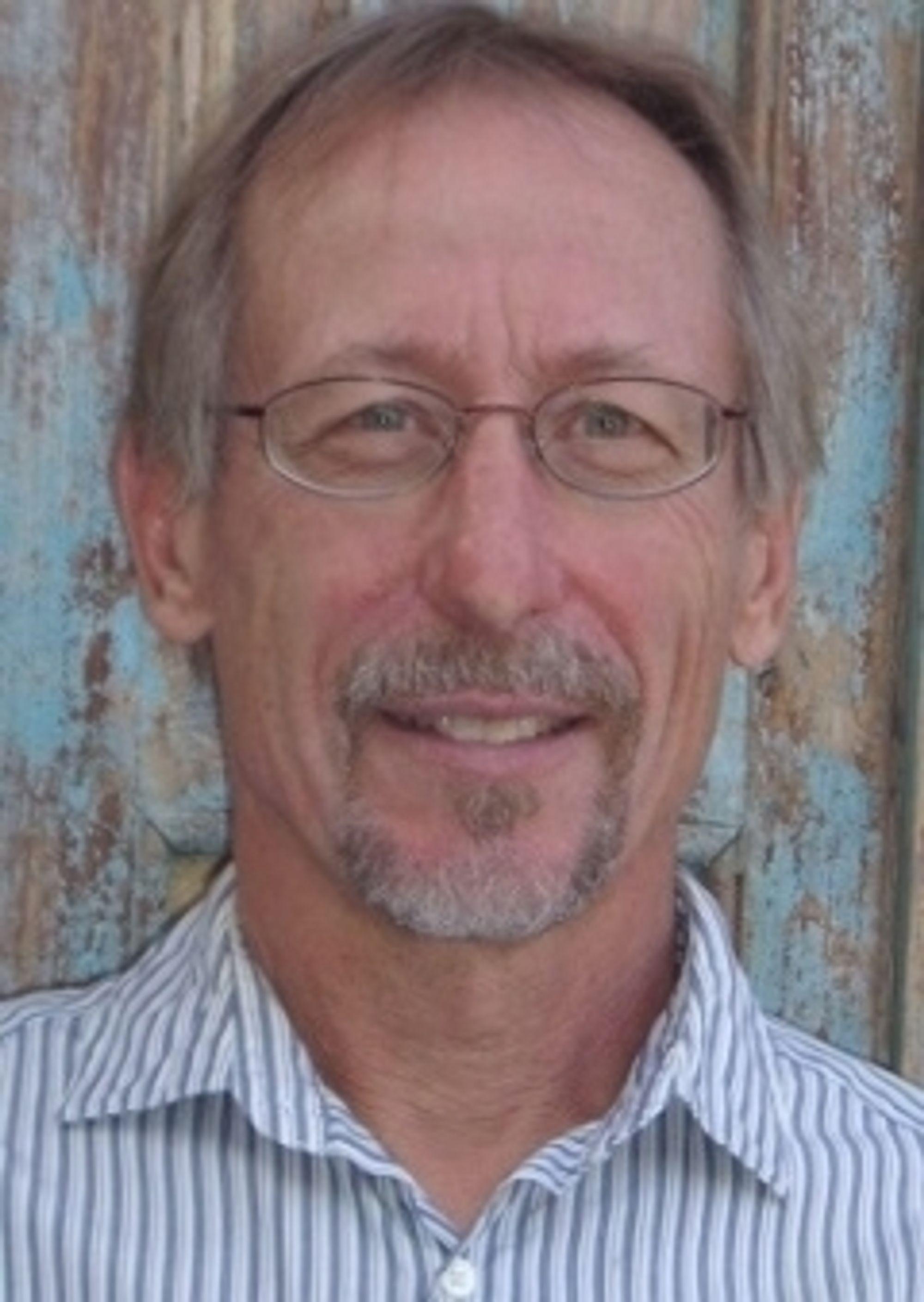 David Stone har en doktorgrad i miljøvitenskap fra Universitetet i Arizona. Han forsker på bærekraftig byggematerialer, og er oppfinneren av Ferrock.
