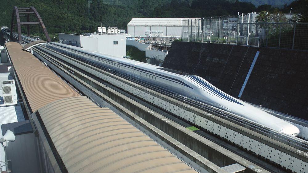 Et JR Central maglev-tog i L0-serien under testing på testbanen i Yamanashi i 2013.