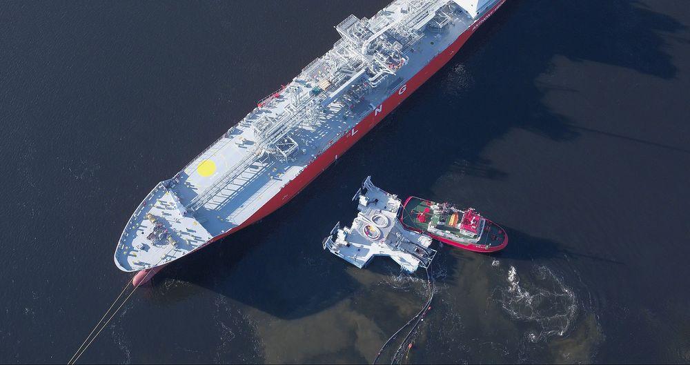 Testen ved Herøya høsten 2017 førte til første salg av Universal Transfer System (UTS). En taubåt førte UTS til skutesiden der den festet seg med vakuumfortøyning.