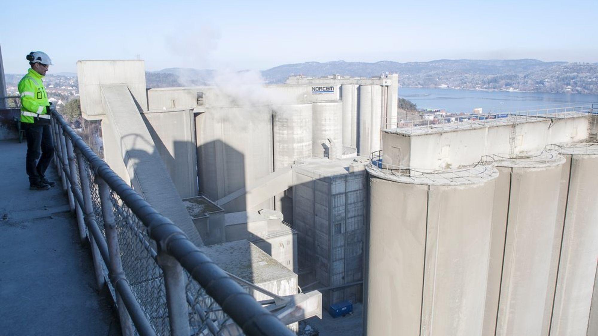 Norcem i Brevik er én av tre prosjekter for CO2-fangst som det jobbes med i Norge - nå er det det eneste som får støtte til å fortsette.