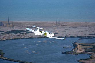 Det elektriske flyet E-Fan 1 fløy 1. juli 2015 over Den engelske kanal med to personer om bord. Turen tok 36 minutter.
