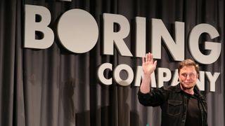 Elon Musks elleville tunnel er straks ferdig – nå vil han selge murstein til 1 krone stykket