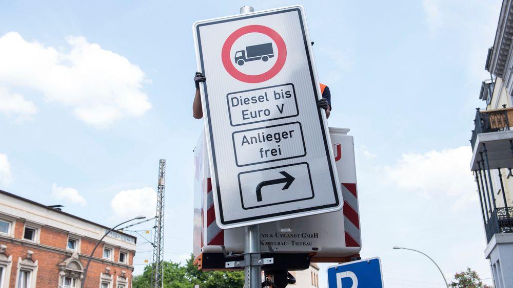 Om få dager vil det være forbudt for gamle dieselbiler å kjøre i to av Hamburgs mest trafikkerte gater.