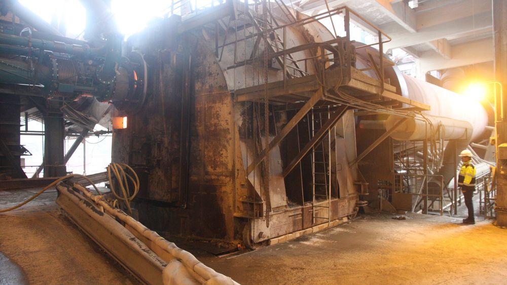 Sementovnen hos Norcem Brevik. Brenselet sprøytes inn i denne enden, der temperaturen er oppe i 2000 grader.