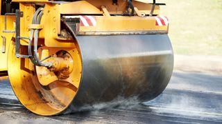 En ny asfalttype skal prøves ut i Danmark.
