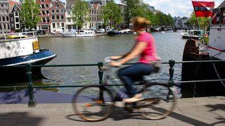 I Nederland kan man få penger for å velge sykkel fremfor bil.