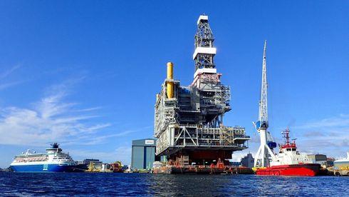 Hele den 22.000 tonn tunge plattformen skal installeres i ett eneste løft. Det er aldri gjort før