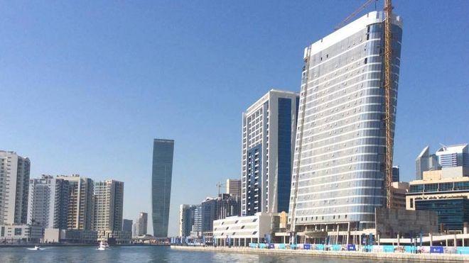 """Bygningen """"The Pad"""" i Dubai ferdigstilles i 2018. Arkitekten James har latt seg inspirere av Apples Ipod, og har proppet bygget fullt av ulike teknologiske løsninger."""