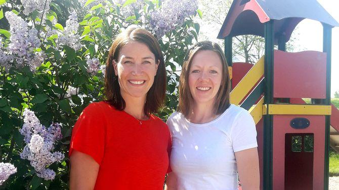 Ergoterapeuut Tone Klakken Gjersrud (til venstre) og fysioterapeut Anita Westerås er sentrale i Solid Start Sykkylven.
