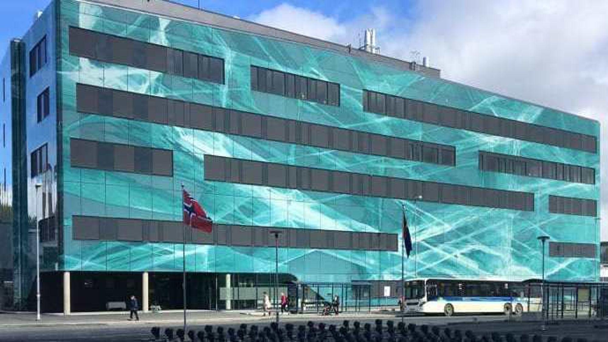 Statsminister Erna Solberg har åpnet det nye PET-senteret i Tromsø. Tidligere var det bare Rikshospitalet som kunne tilby den avanserte avbildningsteknikken her i landet.