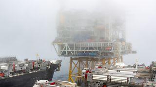 Verdens største fartøy installerte Sverdrup-plattformen i enestående løft