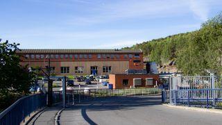 Tusenvis av liter fyringsolje rant ut i grunnen og over i det kommunale overløpssystemet da Sporveien skulle tømme sine oljetanker som står i verkstedet på Ryen i Oslo.