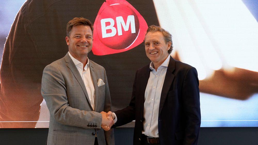 Knut Strand Jacobsen i Byggmakker Handel AS (t.v.) og Ted Skattum i Skattum Handel AS