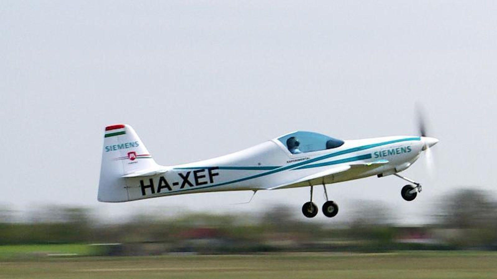 Det elektriske flyet eFusion er utstyrt med en 55 kW-elmotor fra Siemens. Letting og landing foregår på ren elektrisk kraft. På lengre turer er planen at det kan leveres en versjon av flyet som er utstyrt med en tresylindret dieselmotor fra Daimler, som kan lade opp batteriet.Foto: Magnus Aircraft