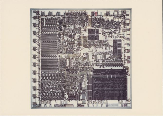 Selve silikonbrikken inne i Intel 8086. Den bestod av 29 000 transistorer.