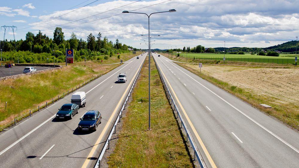Illustrasjonsbilde fra Kopstad-Gulli på E18 i Vestfold. Her er det i dag fartsgrense på 110 km/t. Nå kan landets første veistrekning med 120 km/t bli realisert.