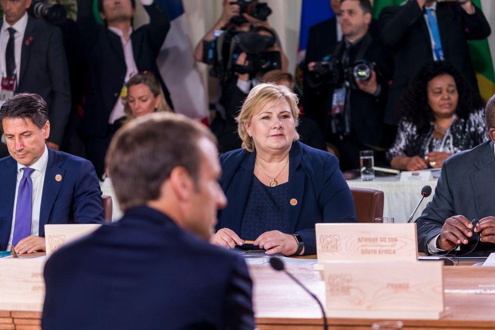 Statsminister Erna Solberg og Frankrikes president Emmanuel Macron under et møte der G7-landene og andre nasjoner deltok i La Malbaie i Quebec. Solberg deltok under en spesialsesjon om hav lørdag formiddag.