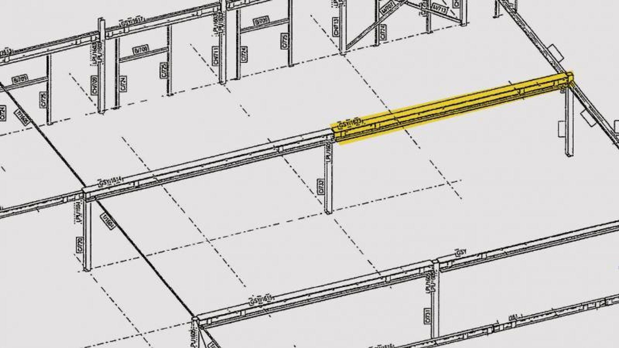 Lakseterminalen i Hirtshals, som eies av det norske selskapet Hav Line, blir oppført med to innskutte komposittdekker med søyler og bjelker av stål og hulldekke av betong. Det var bjelken som er markert med gult som falt ned, men ifølge den rådgivende ingeniøren på bygget var det mange underdimensjonerte koblinger i de to innskutte dekkene.
