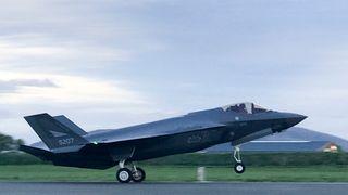 Det første av i alt tre fly av typen F-35 landet på Ørland flystasjon forrige uke.