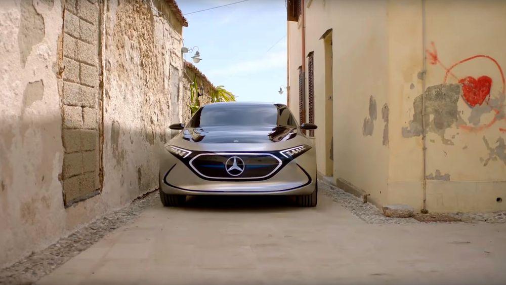 Mercedes-Benz EQA concept i en ny reklamevideo for den kommende elbilen som fortsatt er mer enn et år unna forhandlerne.