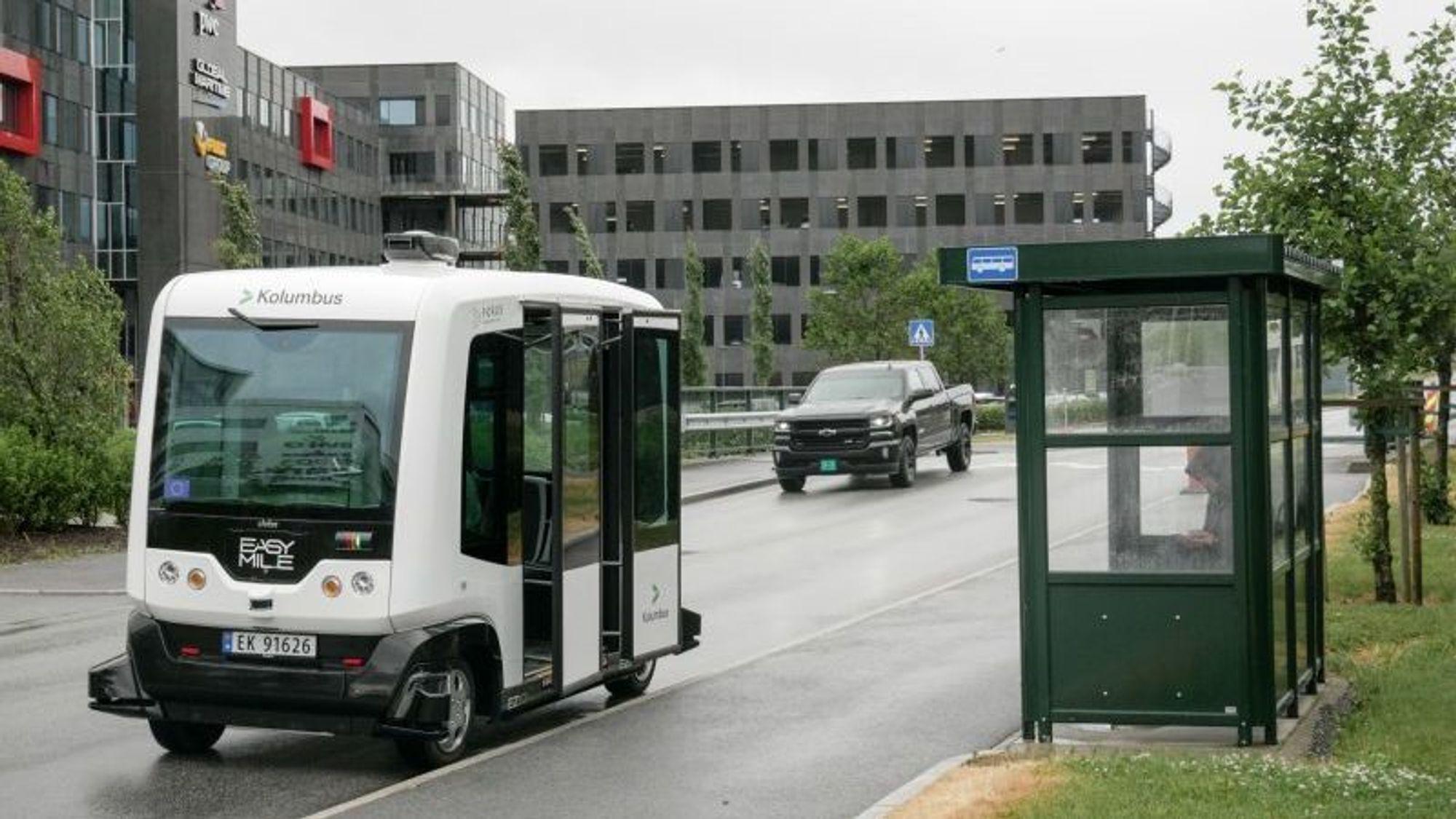 Her kjører den selvkjørende bussen i trafikk på Forus, som den første i Norge.