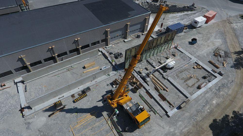 Byggingen av den nye produksjonslinja til Minera Skifer er i gang, og den skal stå ferdig i løpet av høsten.