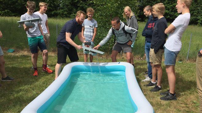 Elever i niendeklasse designet og 3D-printet flyvende fritidsbåt