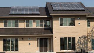 EU: Private skal kunne produsere, bruke, lagre og selge solenergi uten å betale dyre dommer i skatter og avgifter