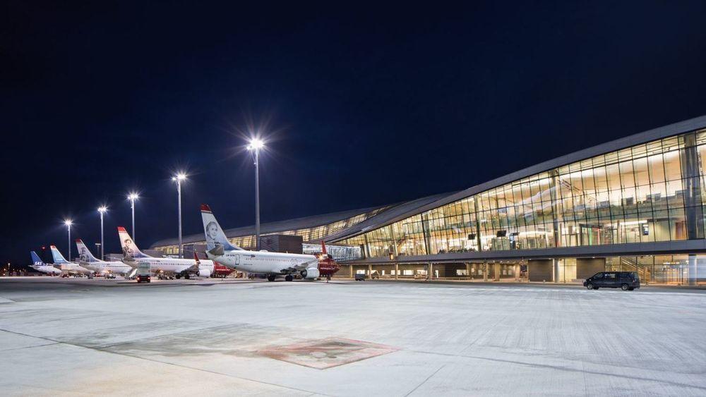 For litt over et år siden var det offisiell åpning av den tredje piren på Oslo lufthavn. Nå skal hovedflyplassen utvides igjen