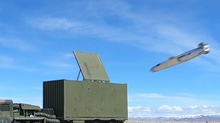 Her er et skarpt JSM-missil for første gang på vei mot et bakkemål