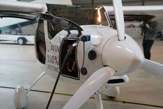 Propellen drives av en motor på 50 kilowatt.