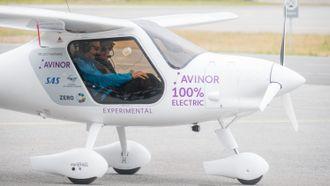 Solvik-Olsen og Falk-Petersen i Pipistrel-flyet.