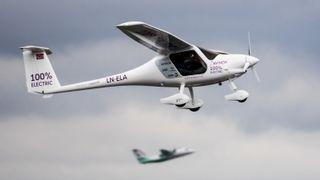 Se Avinor-sjefen og samferdselsministeren fly elektrisk