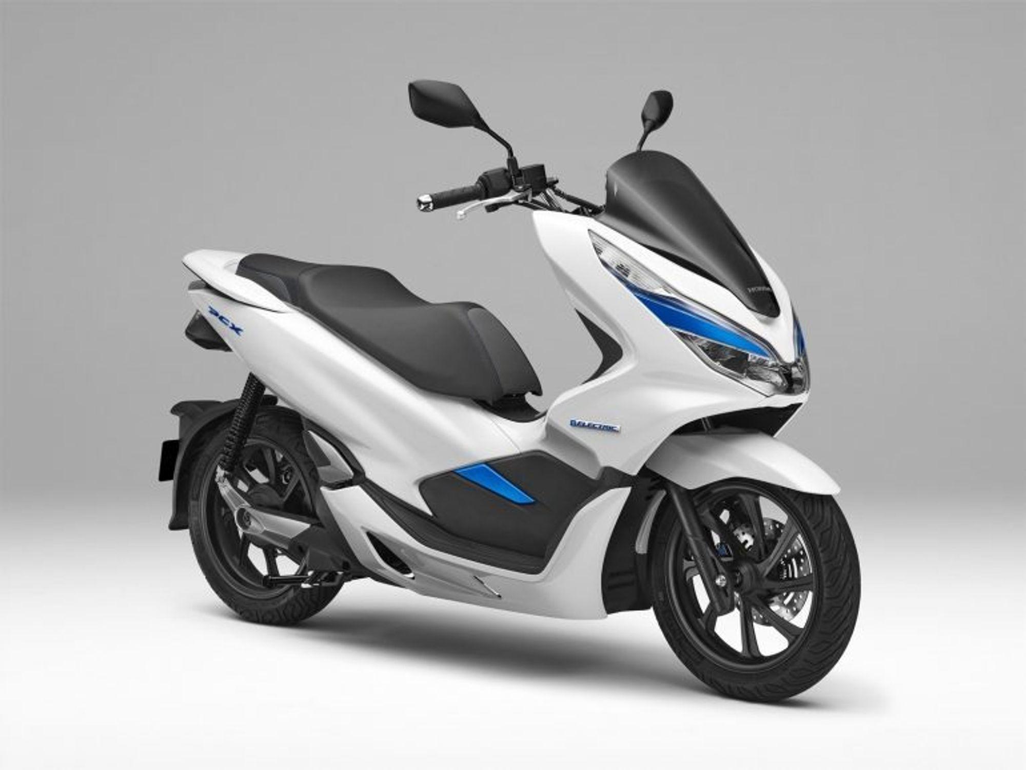 Oppdatert Scooterne blir elektriske - bytter batteri på bare seks sekunder CQ-77