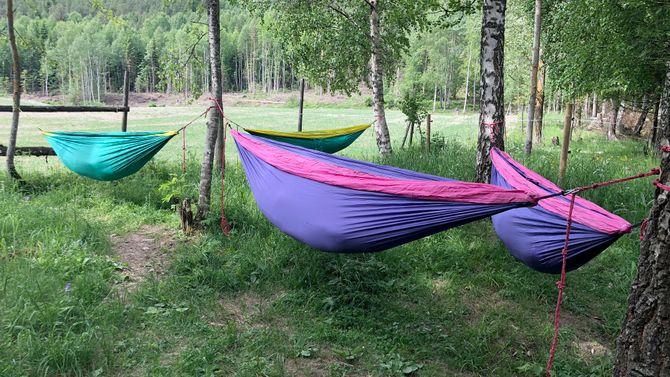 Når barna skal bli vant til sin nye hverdag i barnehagen, bruker Nordby Gardsbarnehage naturen som lekegrind.