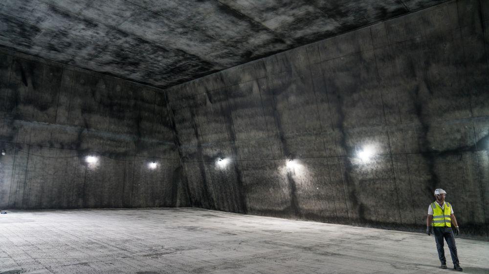 Per Egil Steen inne i bunkeren.