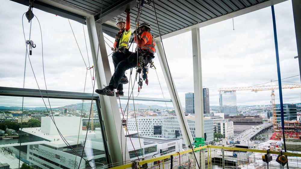 Det må planlegges når vinduene skal settes på plass med nøyaktig presisjon.
