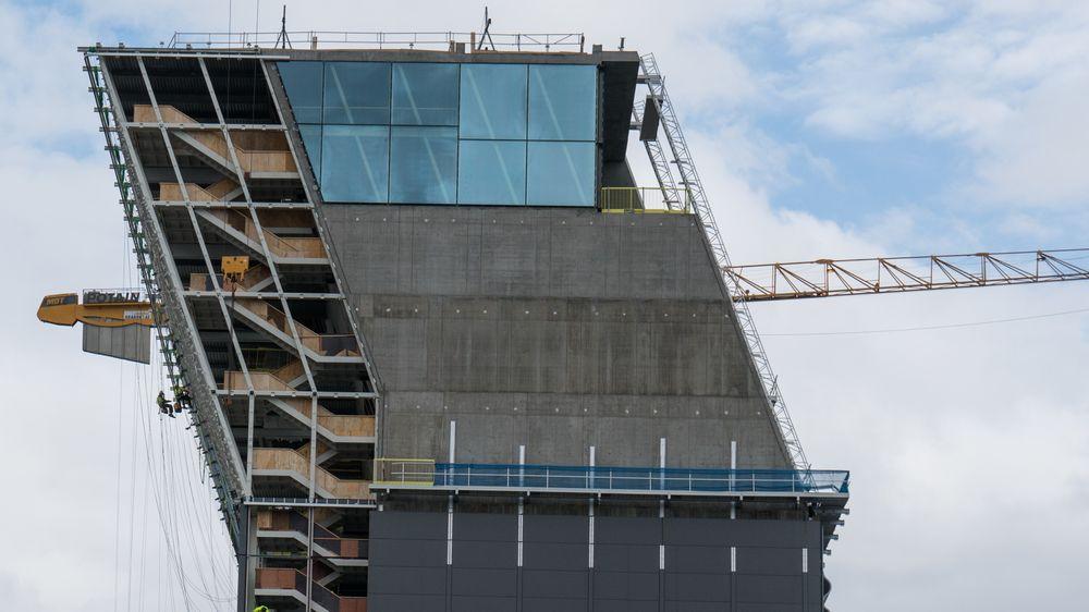 Knekken i Lambda har en dynamisk der folk kan bevege seg opp og ned, og en betongdel der kunsten skal stilles ut.