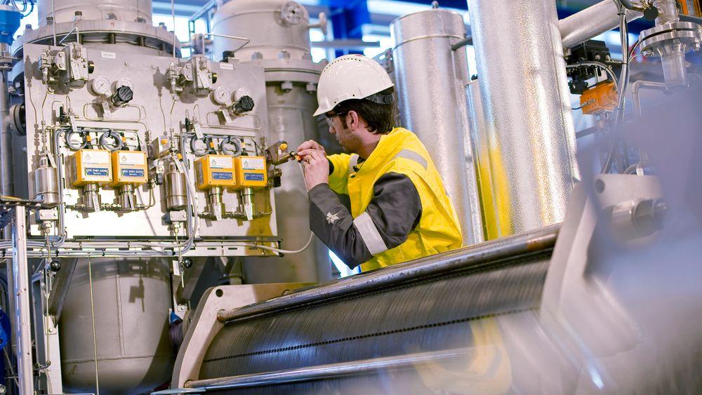 Hydrogen framstilt med fornybar kraft kan bidra til å redusere skipsfartens klimagassutslipp. Her fra et elektrolyseanlegg med NEL-elektrolysør.