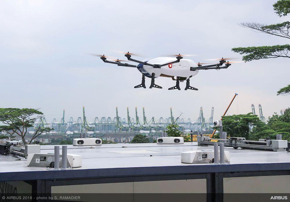 Aktuell drone: En variant av denne dronen som nå testes over det enorme universitetsområdet i Singapore er ifølge Airbus interessant også for å frakte blodprøver og biologisk materiale.