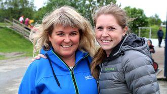 I Vollen barnehage i Bodø har de skaffet seg fem høner.Pedagogiske ledere Lill-Merethe Sveggen og Birgitte Nordby.