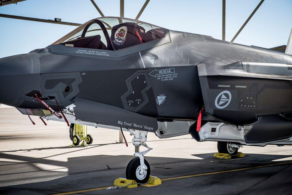 Innfasingen av Forsvarets nye kampfly, F-35 (bildet), har vist seg lukrativt for Kongsberg Gruppen. Fredag ble det kjent at konsernets teknologibedrift skal levere testmissiler til en verdi av 700 millioner kroner.