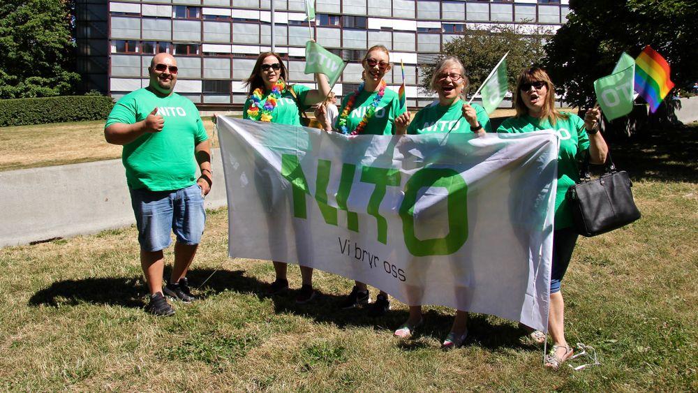 Nito deltok for første gang i Oslo Pride-paraden. F.v. Jonathan Faundez, Julie Dypvik, Anne-Gunn Skalleberg, Brynhild Asperud og Ragnhild Brattbaker.