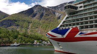 Store cruiseskip stenges ute når norske fjorder skal befris fra eksos. Dette er dilemmaene