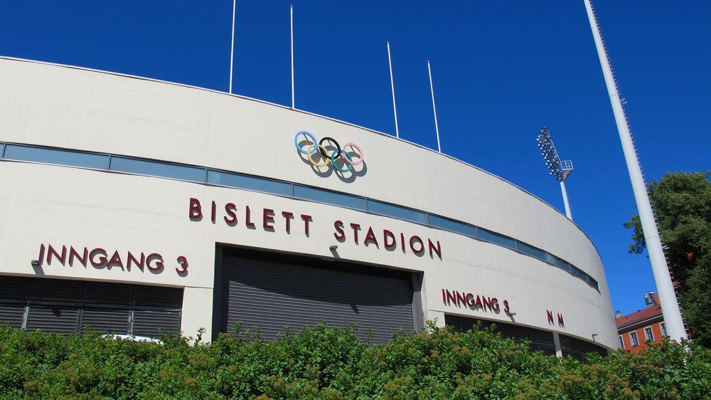 Bislett stadion er først i Norge med lagring av solenergi på brukte bilbatterier.