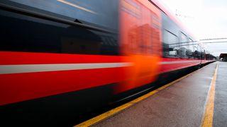 Utsetter togutbyggingen på Østlandet til tross for store protester