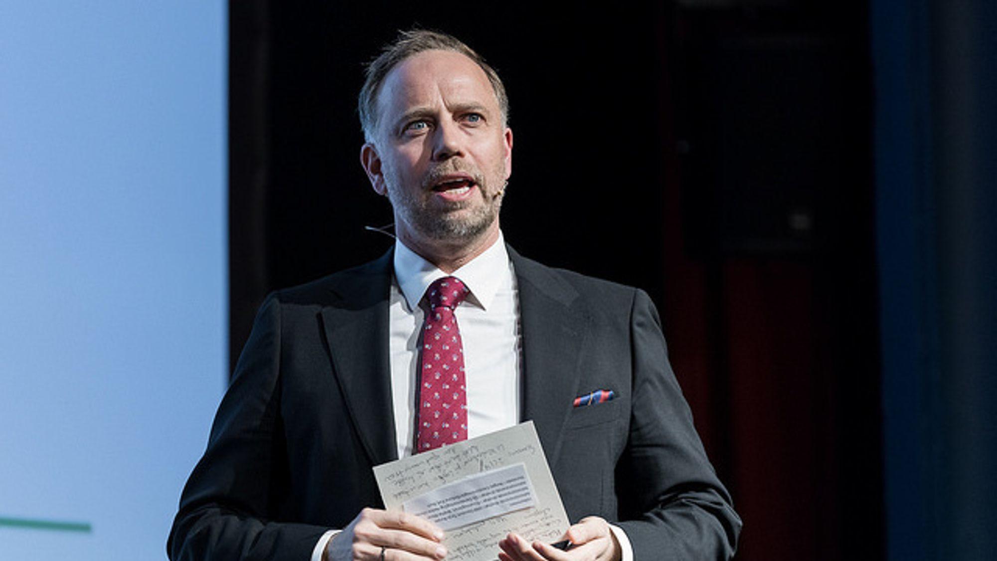 Administrerende direktør Christian Vammervold Dreyer i Eiendom Norge la fram boligprisstatistikken for juni onsdag formiddag. Boligprisene har holdt seg omtrent uendret siden måneden før.