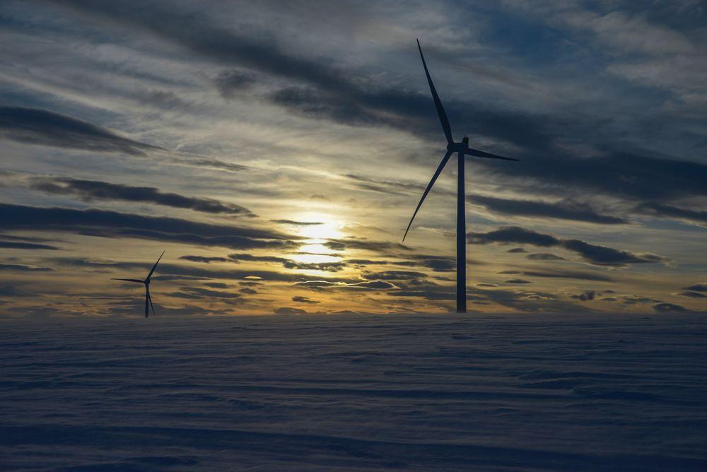 Enorme vindressurser: På Raggovidda i Finnmark gir vindturbinene 50 % mer kraft enn gjennomsnittet i Norge. Men nettkapasiteten setter store begrensninger for kraftutbygging. Hydrogenproduksjon i pilotskala er allerede under etablering.