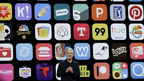 Apple-sjef Tim Cook under en presentasjon på Apple Worldwide Developers Conference i San Jose i 2018.