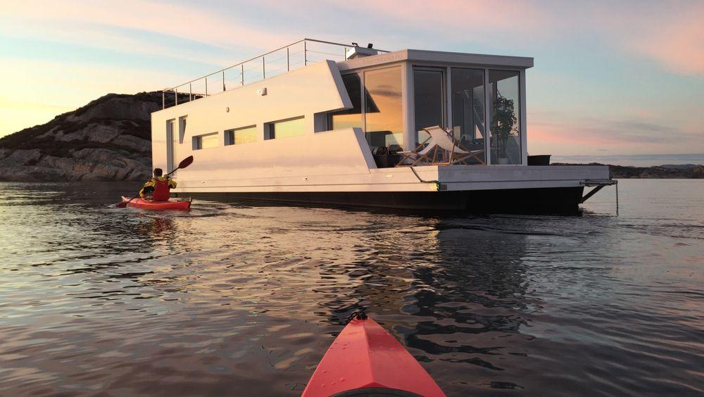 Enn så lenge har ikke nordmenn i særlig stor grad begynt å bruke sjøen som boligtomt, men det håper selskapet Flytende Bolig at skal endre seg.